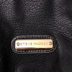 Black leather Steve Madden purse